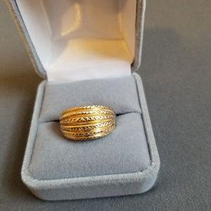 Beautiful 14k Gold Diamond Cut Ring ❣